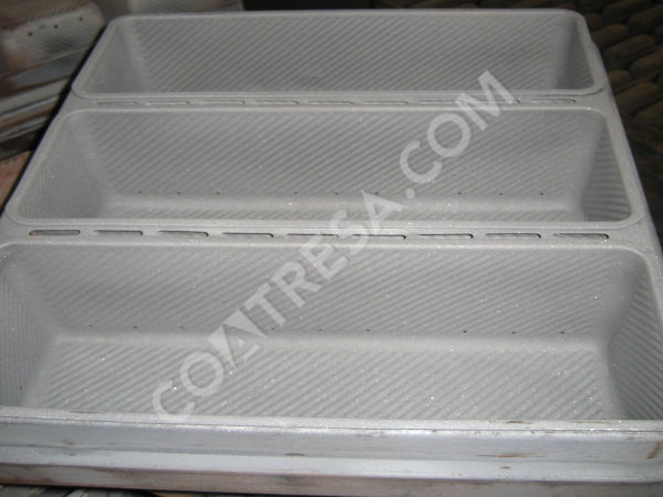 cleaning-bread-tins-molds